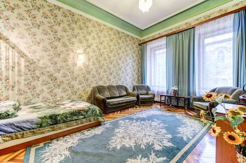 Apartment on Chaykovskogo Saint Petersburg Apartment on Chaykovskogo offers accommodation in Saint Petersburg, 1.7 km from Church of the Savior on Spilled Blood and 2.4 km from Palace Square. The apartment is 2.5 km from Hermitage Museum. Free WiFi is provided throughout the property.