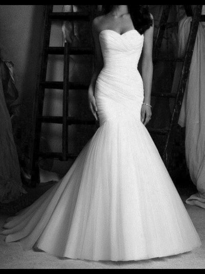 I Love The Mermaid Tail Style Of This Simple Unique And Beautiful Wedding Gown M Going For