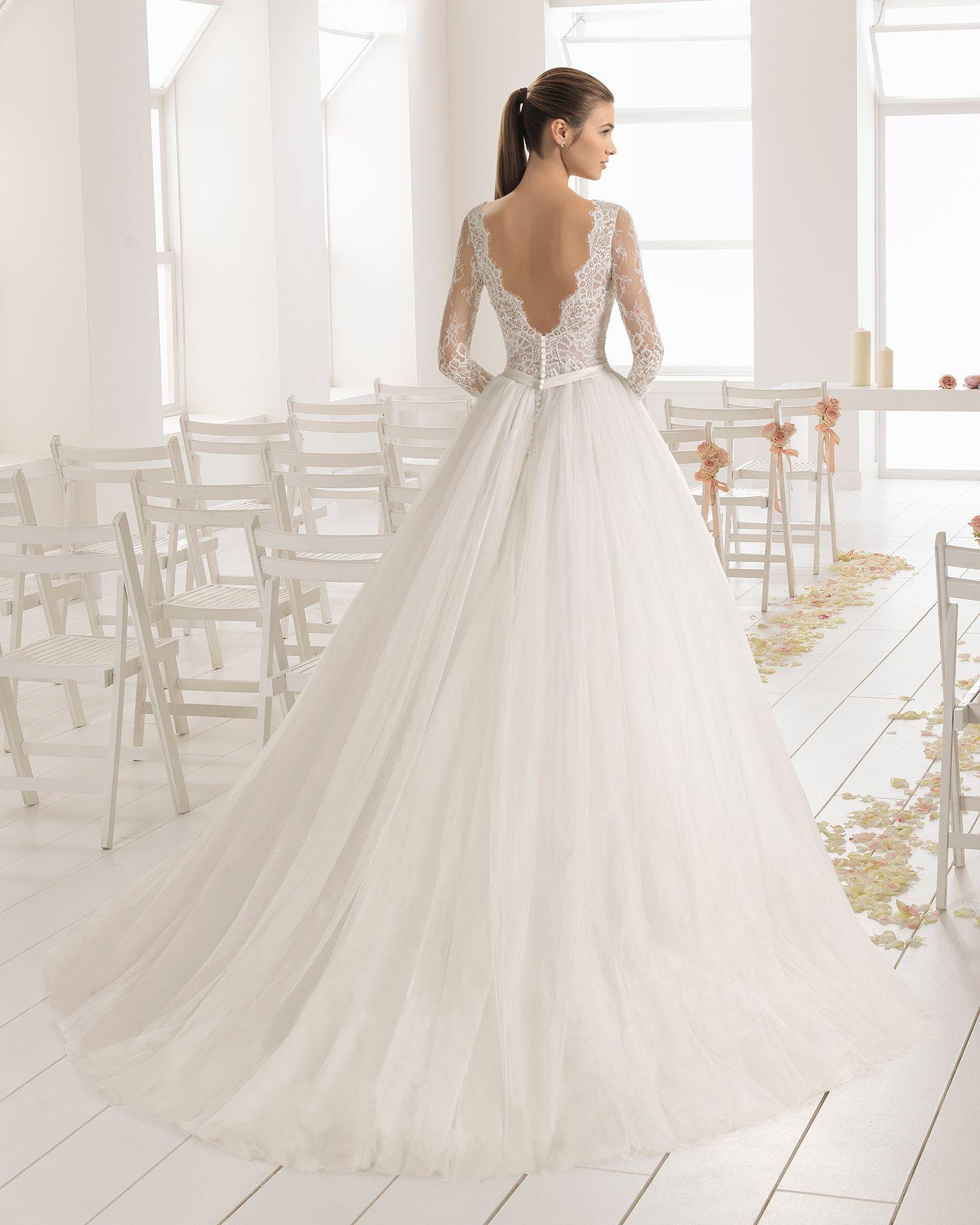 eb6003e31e Vestido de novia estilo línea A en encaje y tul con manga larga con escote  barco y espalda V.