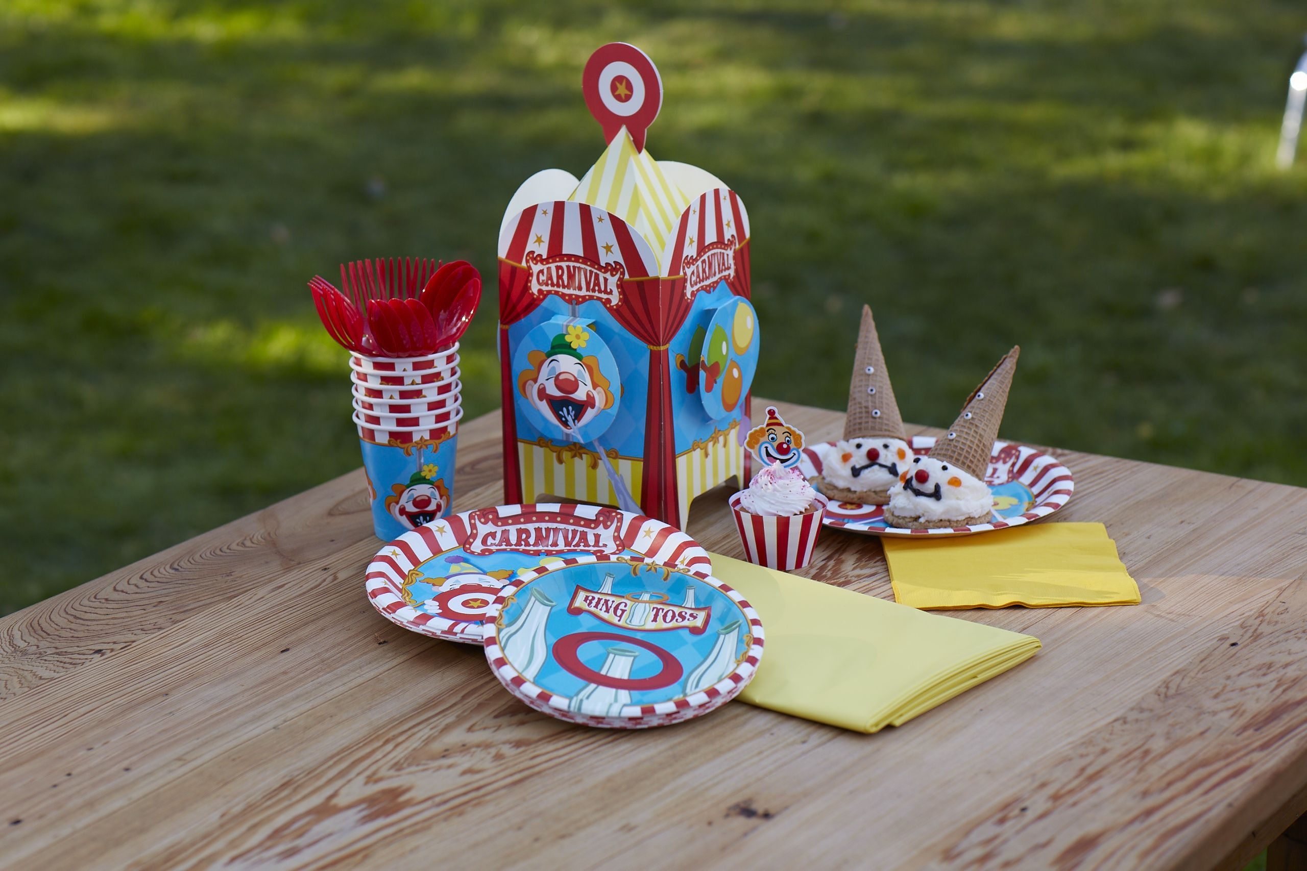Carnival Games party table setting. #carnivalparty #BirthdayExpress ...