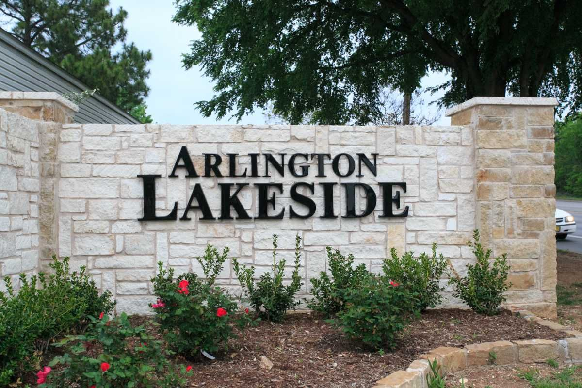 Arlington Lakeside In TX Via MHVillage