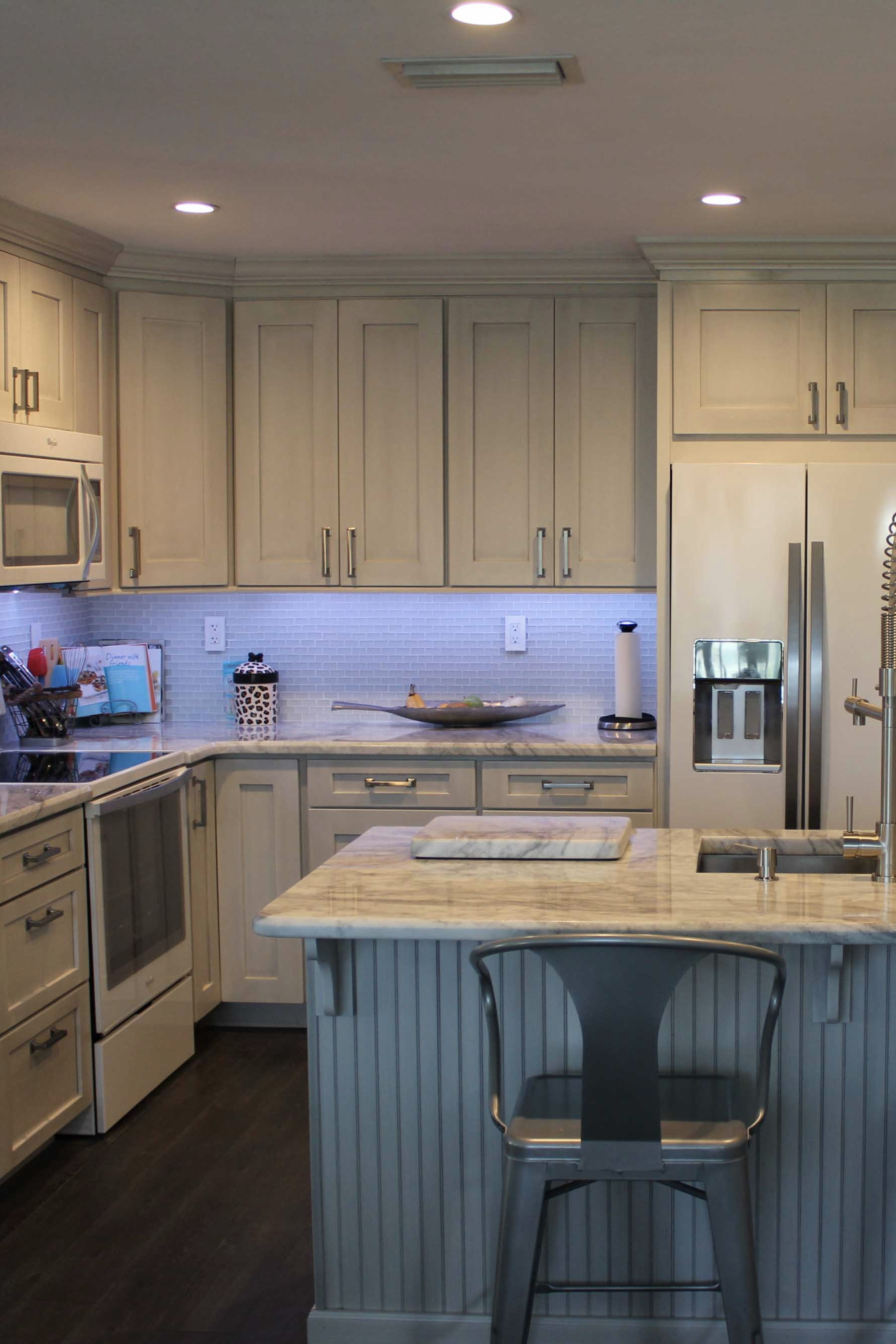 Is There Anything More Appropriate In A Coastal Kitchen Than Beadboard This Beachy Space Features Our Shaker Ii Bri Coastal Kitchen Kitchen Kitchens Bathrooms