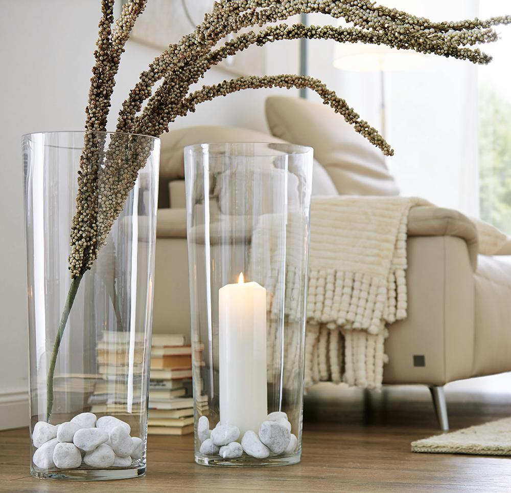 Groe Vase mit Kerze uns Steinen ein echter Hingucker ...