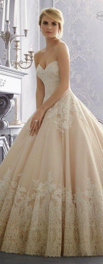 increíble vestido de novia, color hueso y con encaje en la parte
