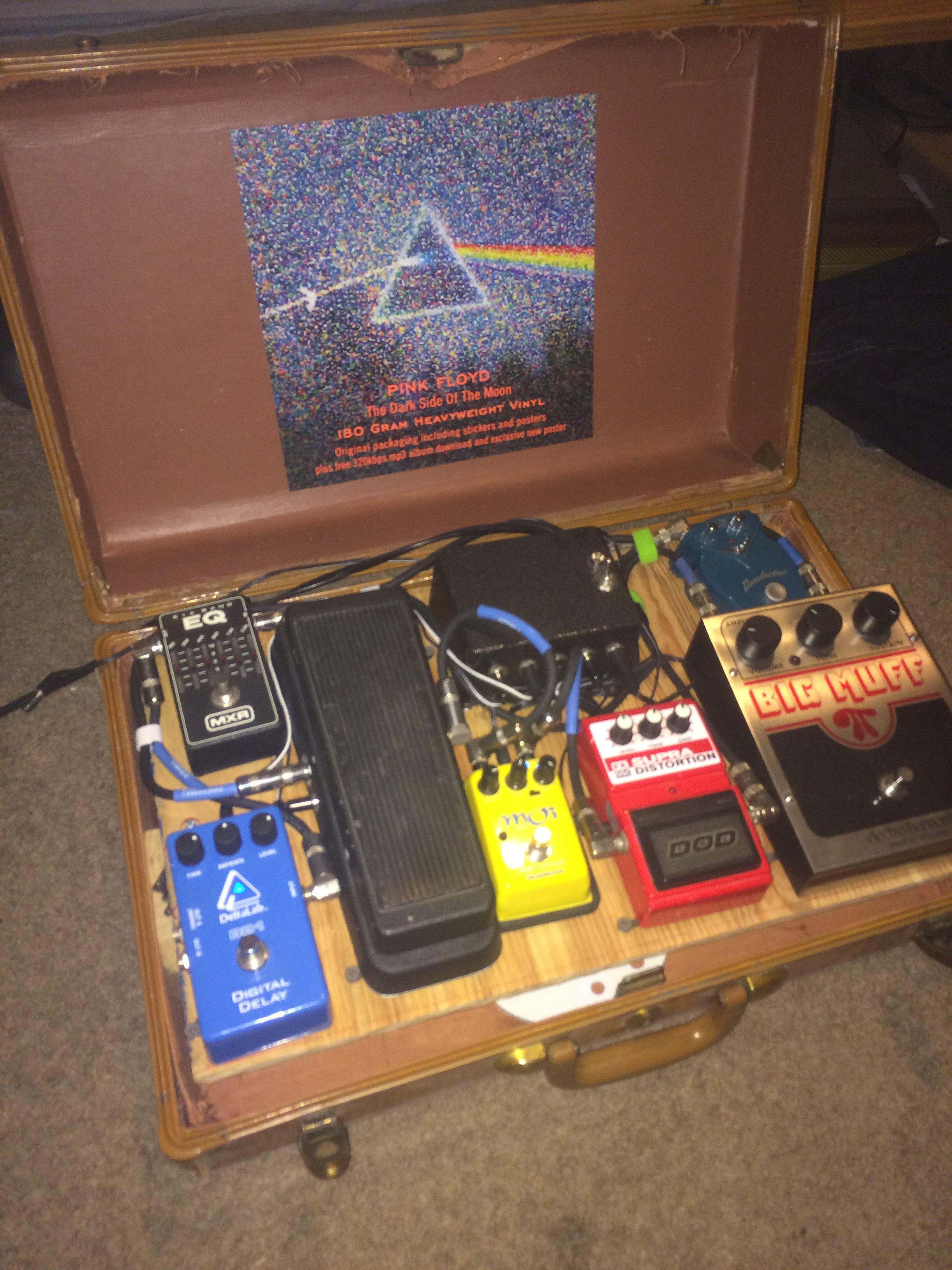 diy effect pedal board for stomp boxes homemade from a suitcase stuff to build diy guitar. Black Bedroom Furniture Sets. Home Design Ideas