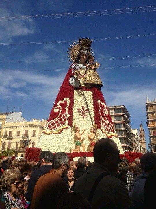 Ofrenda a la Virgen de los Desamparados  Fallas 2013