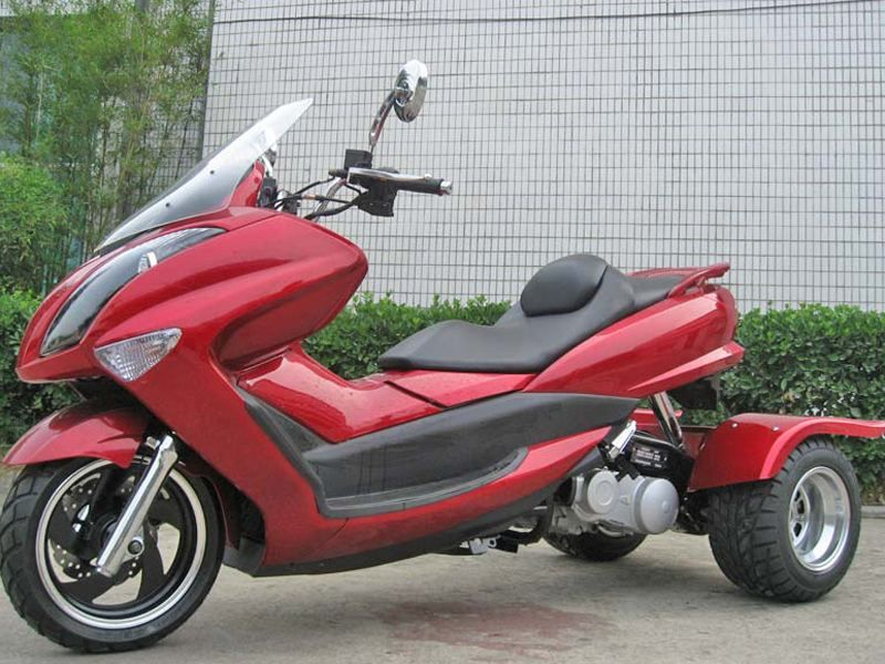 trike gas motor scooters 150cc touring style moped couch on wheels things that make me ask. Black Bedroom Furniture Sets. Home Design Ideas