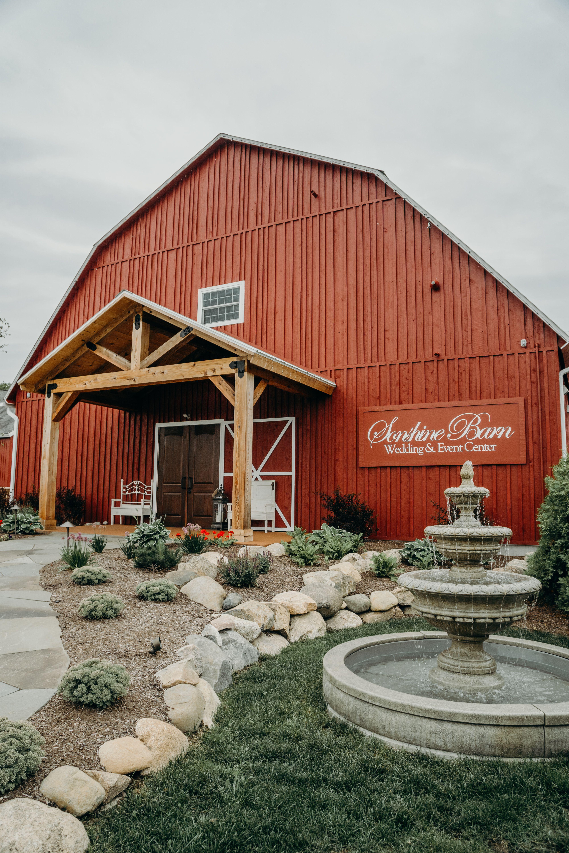 Front of barn   Michigan wedding venues, Barn wedding ...