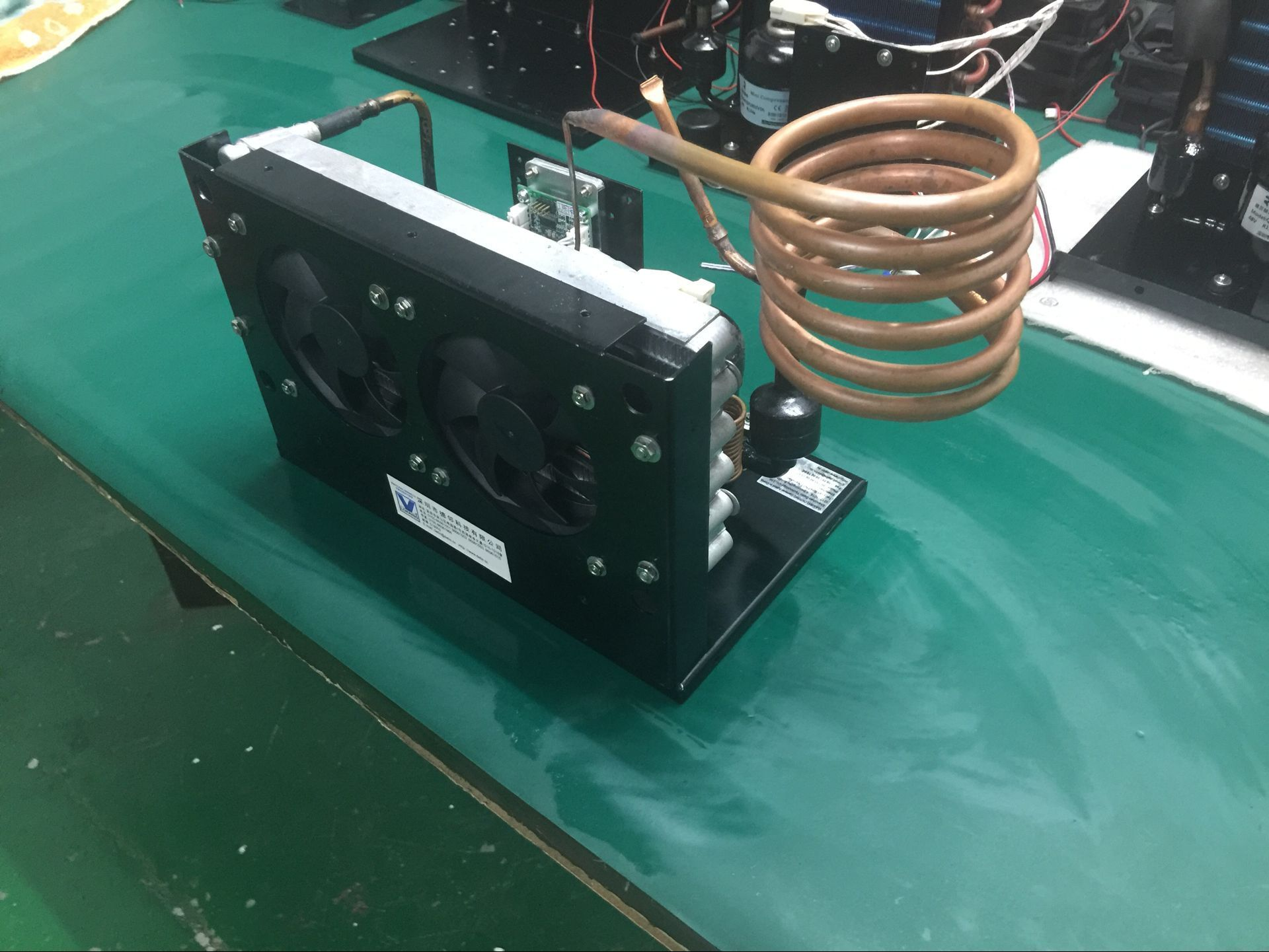 compact refrigeration unit with dc compressor