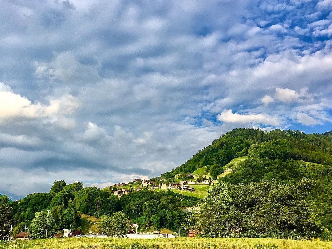 """""""Summer colours"""" #prättigau #graubünden https://www.graubuendner.ch/photos/grischashot.php?id=1293  a #GRischashot via Claudi auf Instagram, herzlicha Dank 🍀  Folge Claudi auf Instagram: https://www.instagram.com/cloudysam/"""