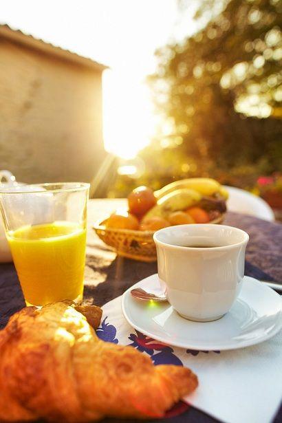 prendre son petit d jeuner un matin sur la terrasse du gite au soleil levant gite de la. Black Bedroom Furniture Sets. Home Design Ideas