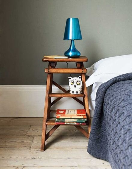 Stege som sängbord.