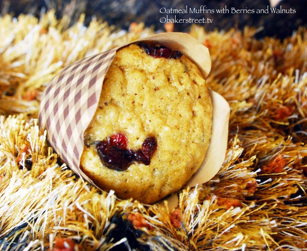 Oatmeal Muffins with Berries and Walnuts