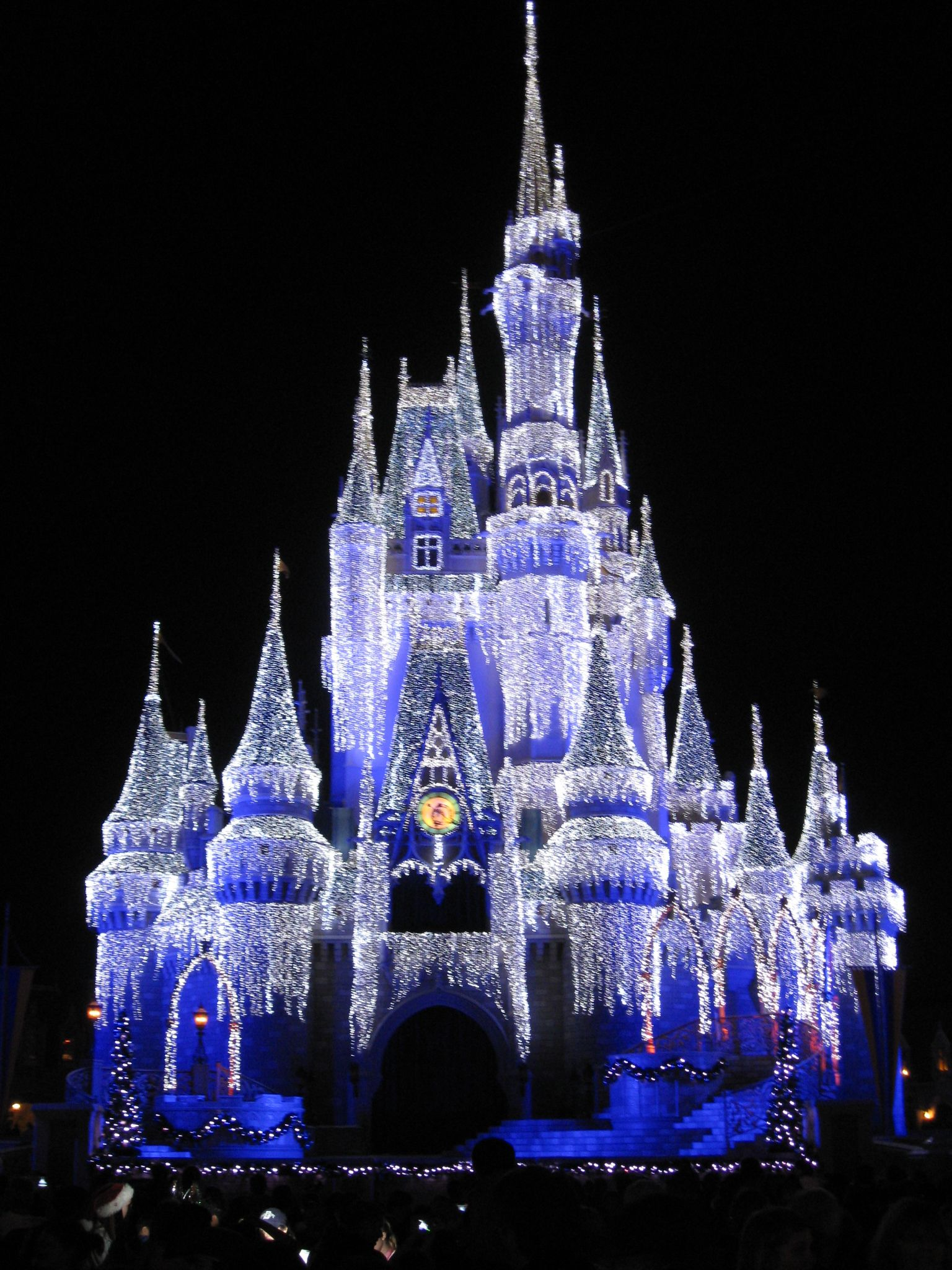Cinderella Castle Christmas Lights.Magic Kingdom Nothing Is More Magical Than The Castle At