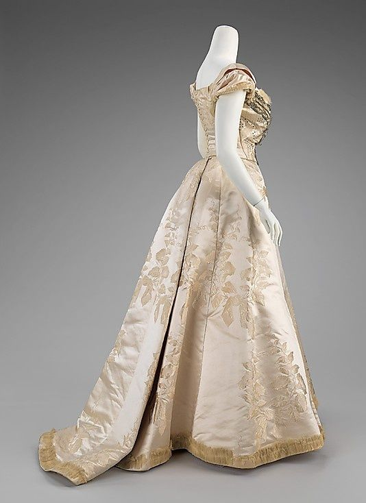 19th Century Ball Gowns 1900 Ball Gown House Of Worth French 18th And 19th Ce Historical Dresses House Of Worth Ball Gowns