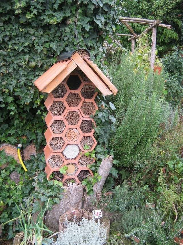 bricolage hotel insectes bug hotels nest boxes pinterest insectes bricolage et jardins. Black Bedroom Furniture Sets. Home Design Ideas