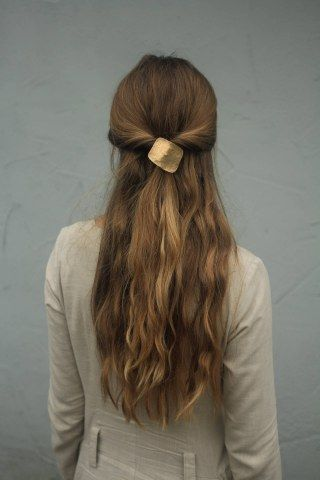Haarspange Von Kapelika Gefunden Bei Etsy Langhaarfrisuren Lange Haare Frisur Ideen