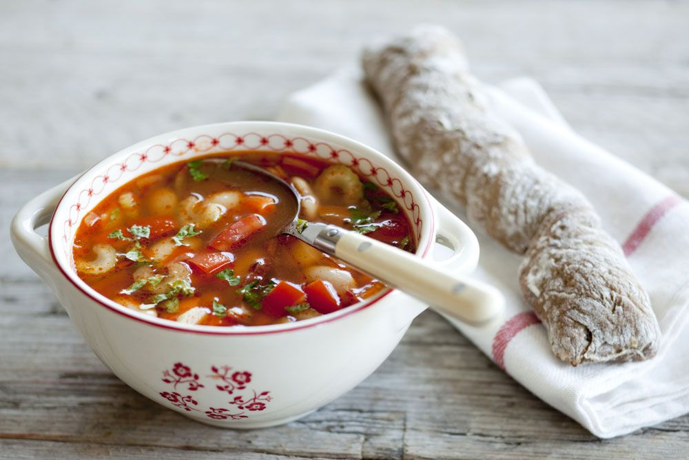 Grove tomatensoep met witte bonen en spekjes