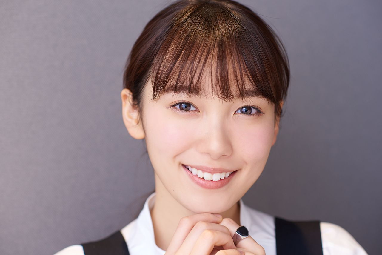 PICK UP ACTRESS 飯豊まりえ | HUSTLE PRESS OFFICIAL WEB SITE