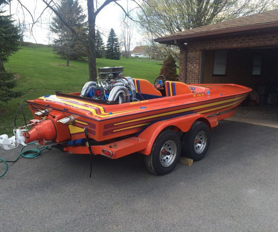 1987 CONDOR TUNNEL HULL JET BOAT, THE BOAT IS 18 FEET 840+ HP BIG