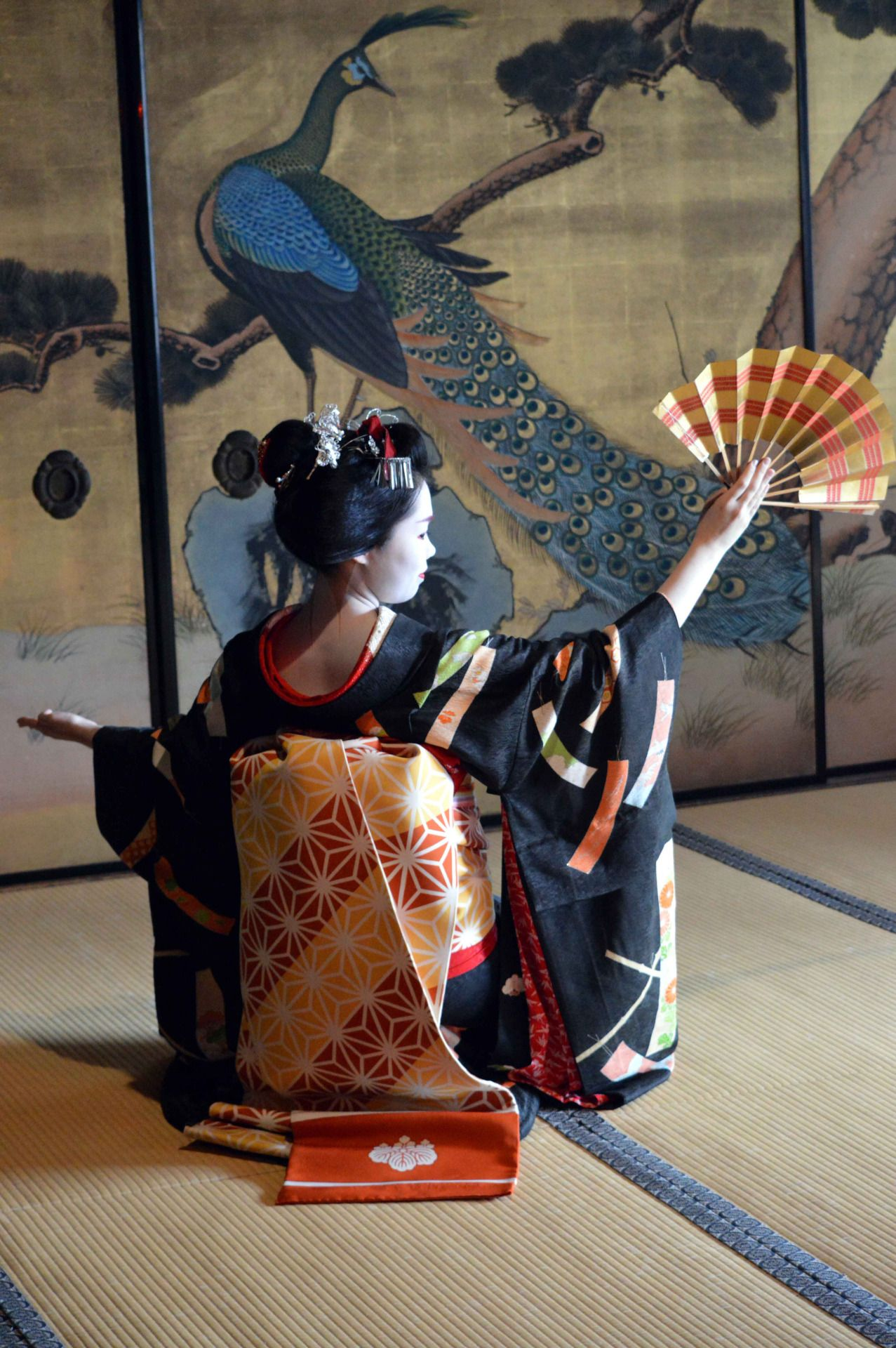 "umeno-okiya: "" ""Maiko Umechie in front of a peacock wallscreen "" (SOURCE) """