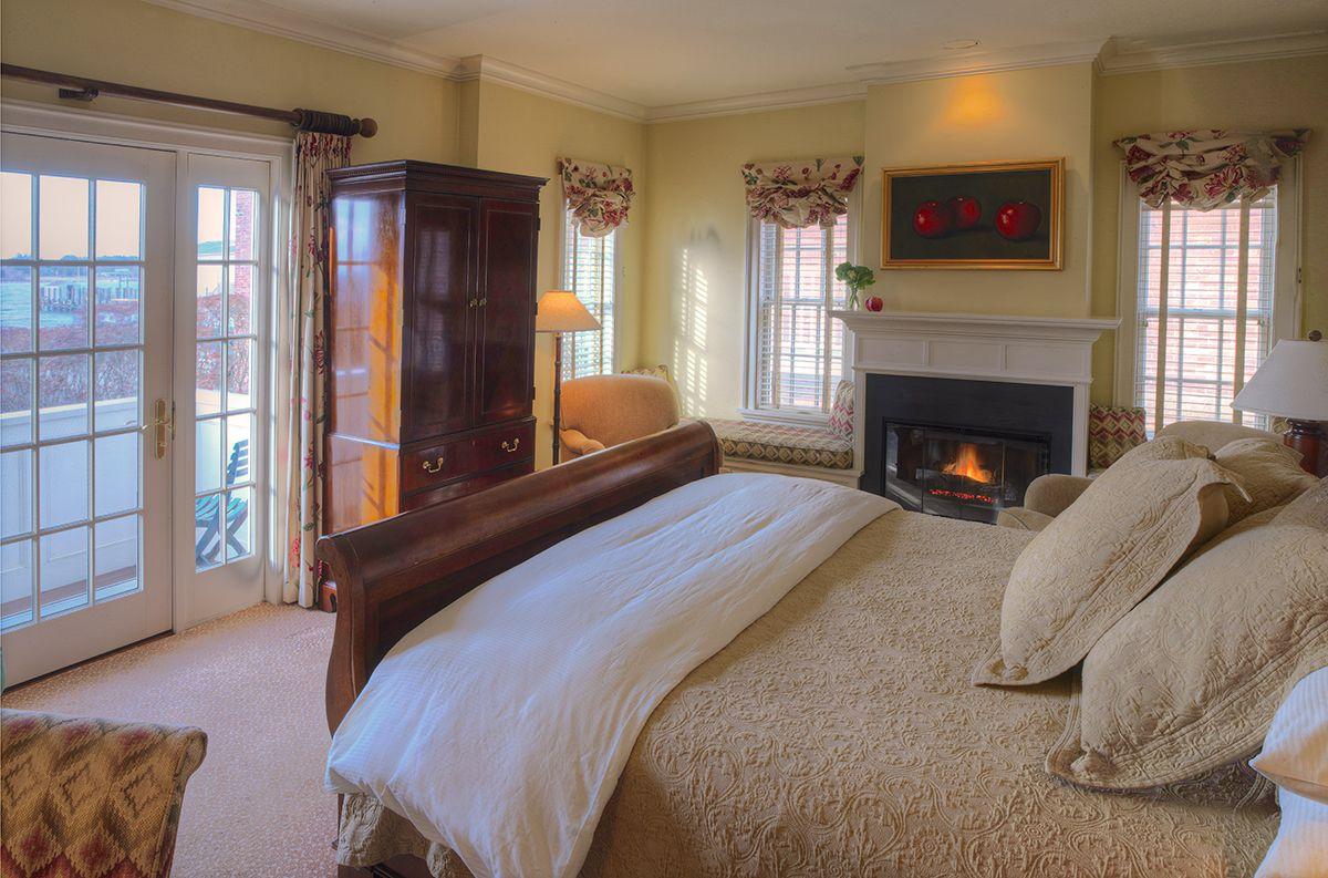 20 Of The Most Romantic Getaways In New England Hotel Inn Bed Breakfast Romantic Getaways