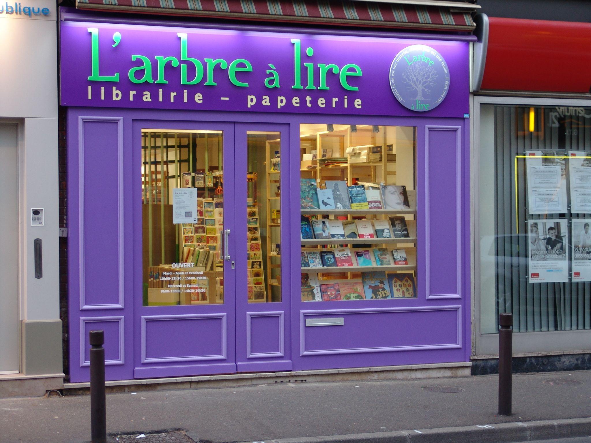 Google Image Result For Http Www Rue Des Livres Com Images Lieux 912 Jpg Librairie Facade Boutique Enseignes Magasin