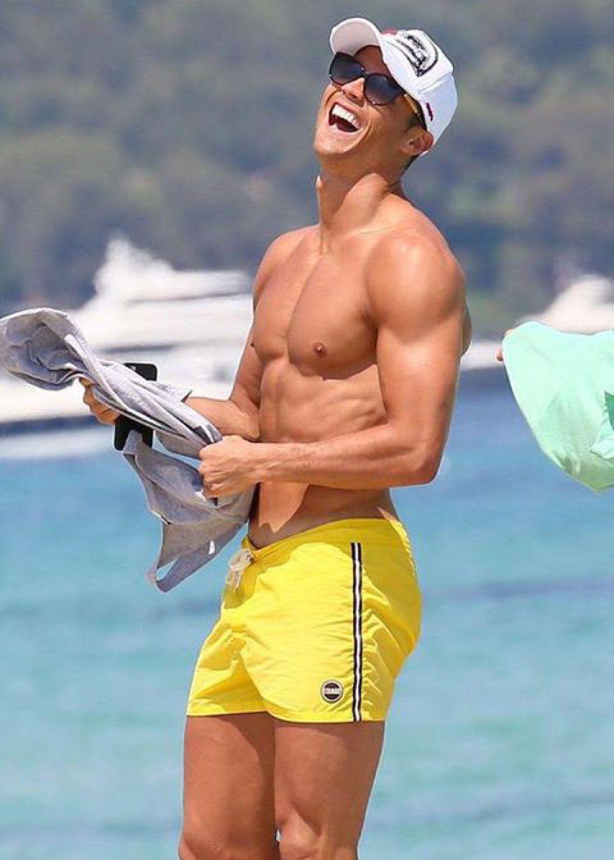 Its better than Tinder! | Cristiano ronaldo shirtless