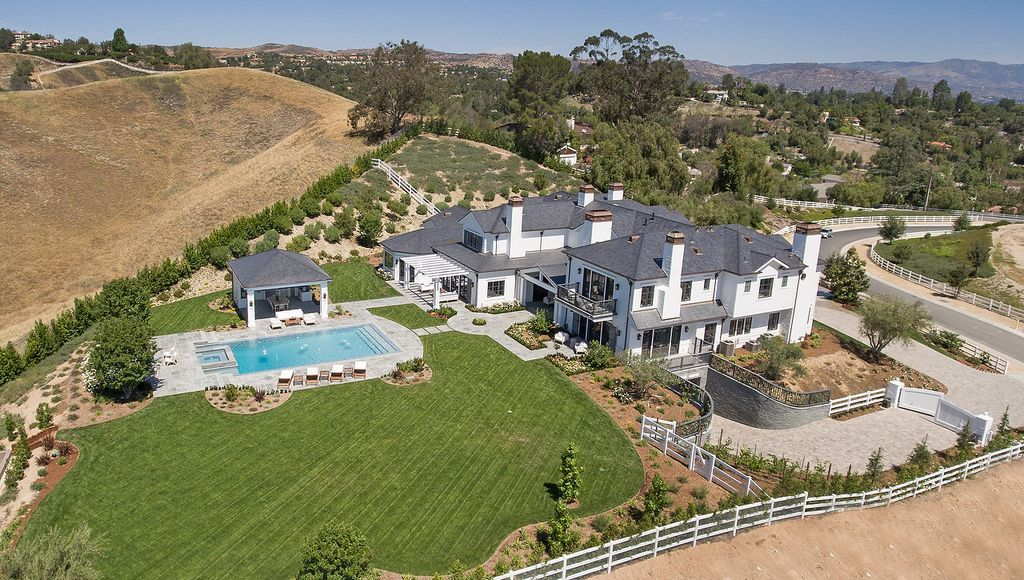 Zillow Has 28 Homes For Sale In Hidden Hills Ca View Listing Photos Review Sales History And Use Our Detailed Real Es Jenner House Mansions Expensive Houses