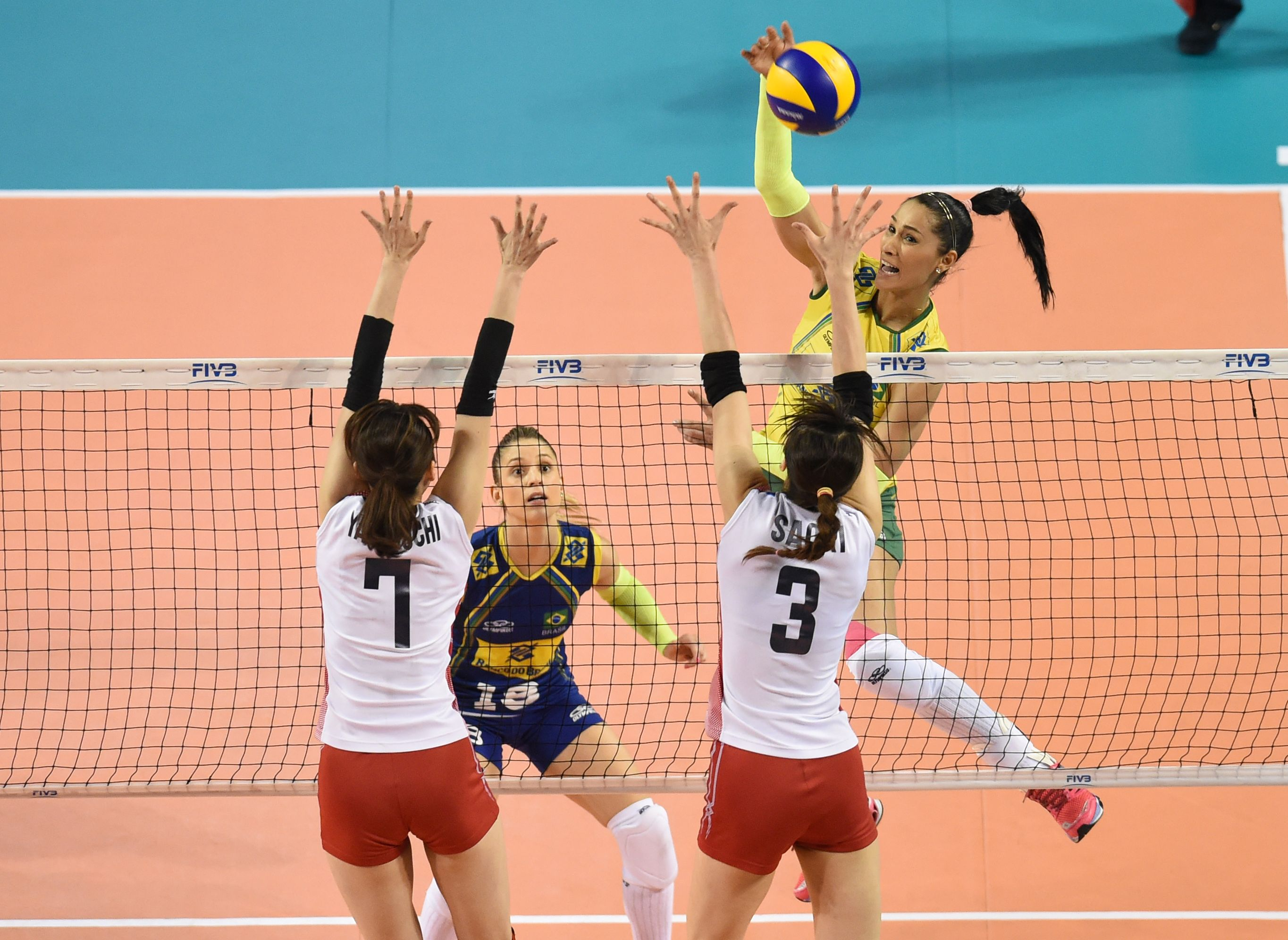 Jaqueline Pereira De Carvalho Endres Of Brazil Spikes The Ball Tall Women Pereira Ball