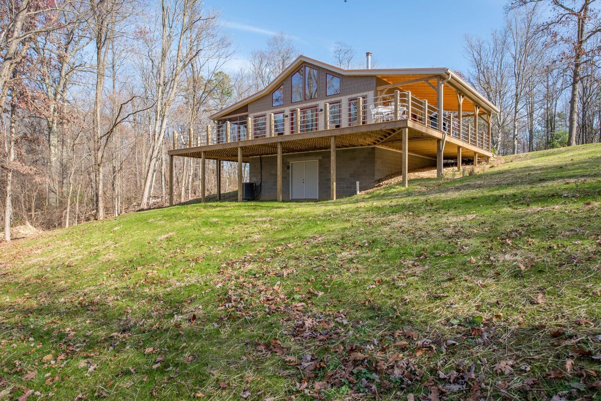 Buffalo Lodging Company Offers Songbird Cabin In Hocking Hills Ohio Near  Old Manu0027s Cave Sleeps 4 Guests With 2 Bedrooms, 1 Bath.