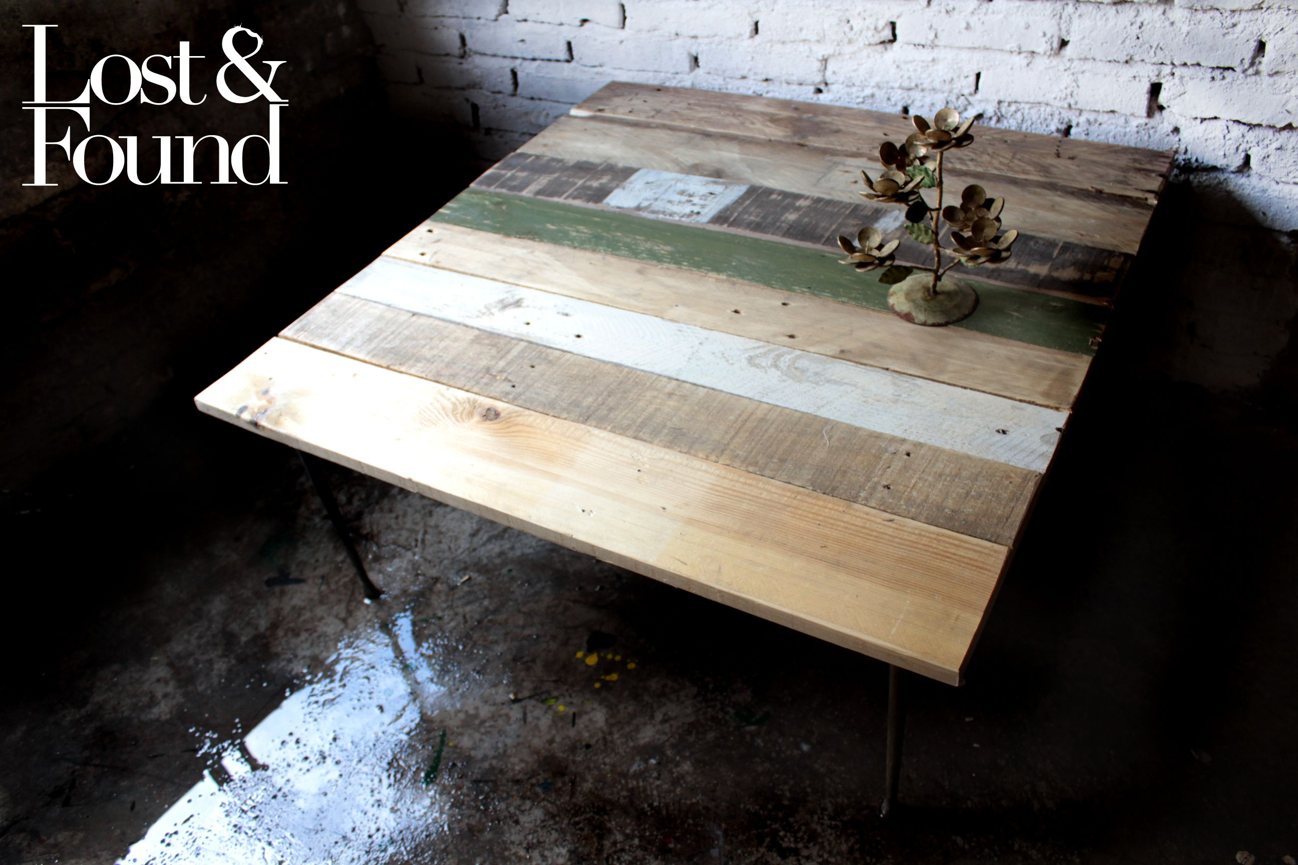 Una buena mesa de pura pedacera.