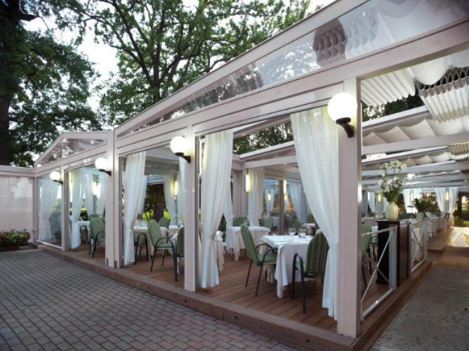 Pergolati - pergotenda 120 - ideale per ristoranti con giardino - Centro Tende