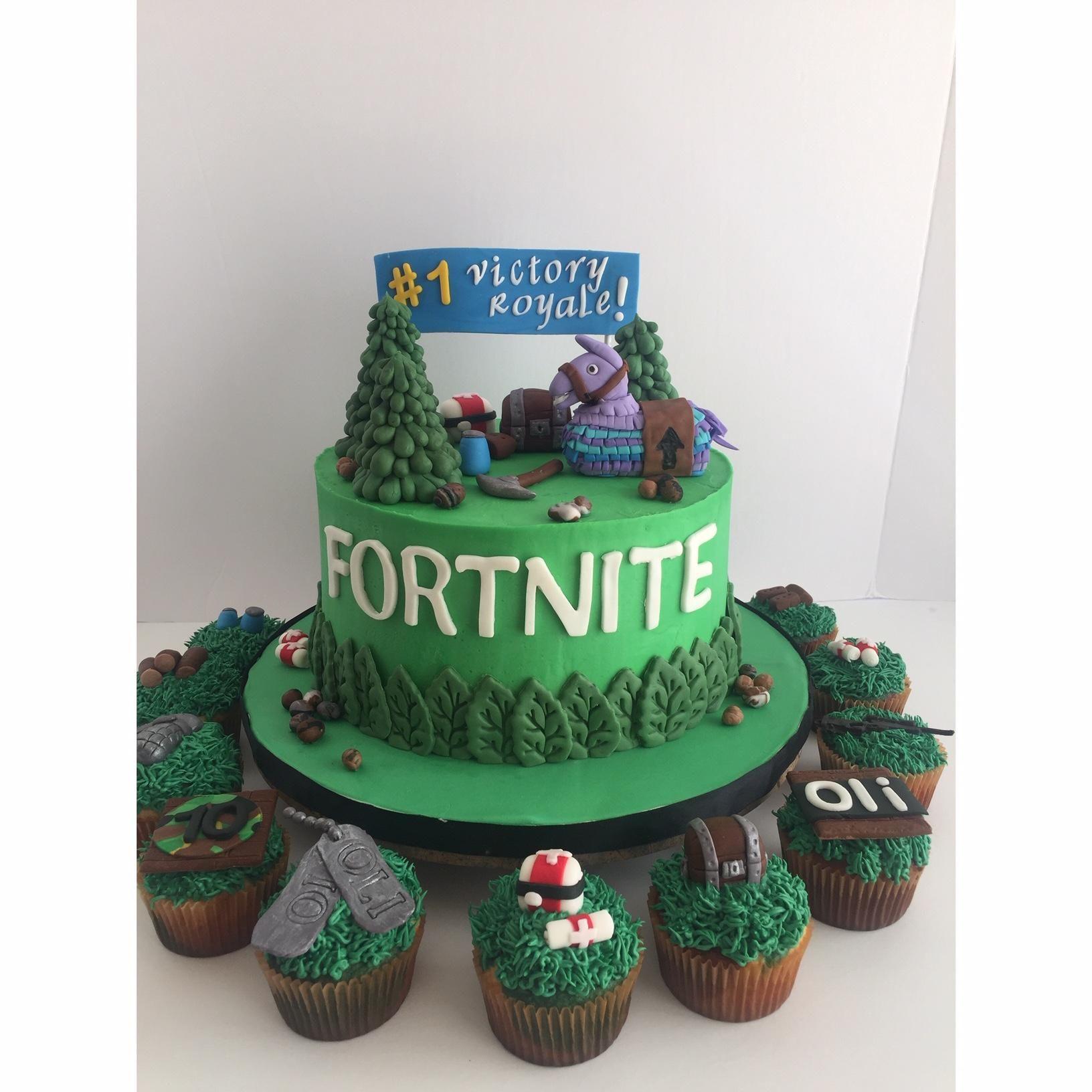 [Homemade] Fortnite Birthday Cake