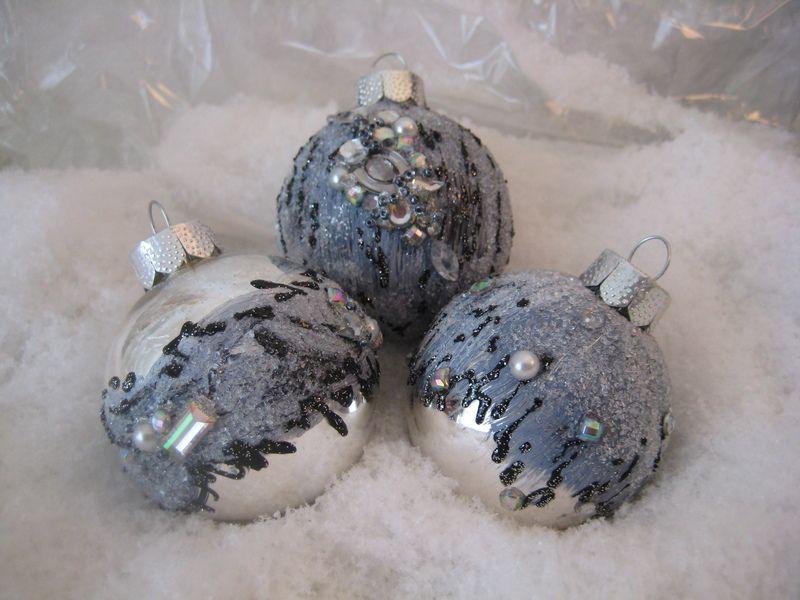 Sehr edel gestaltete mundgeblasene christbaumkugeln in den t nen grau wei schwarz - Christbaumkugeln grau ...
