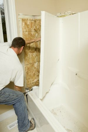 How To Remove A Bathtub Bob Vila S Tip Of The Day Bathtub Cleaning Painted Walls Bathtub