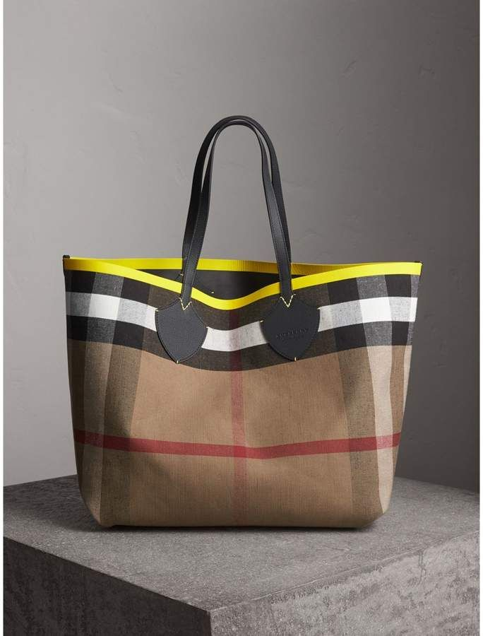 6df80332021b Burberry The Giant Reversible Tote in Canvas Check and Leather ...