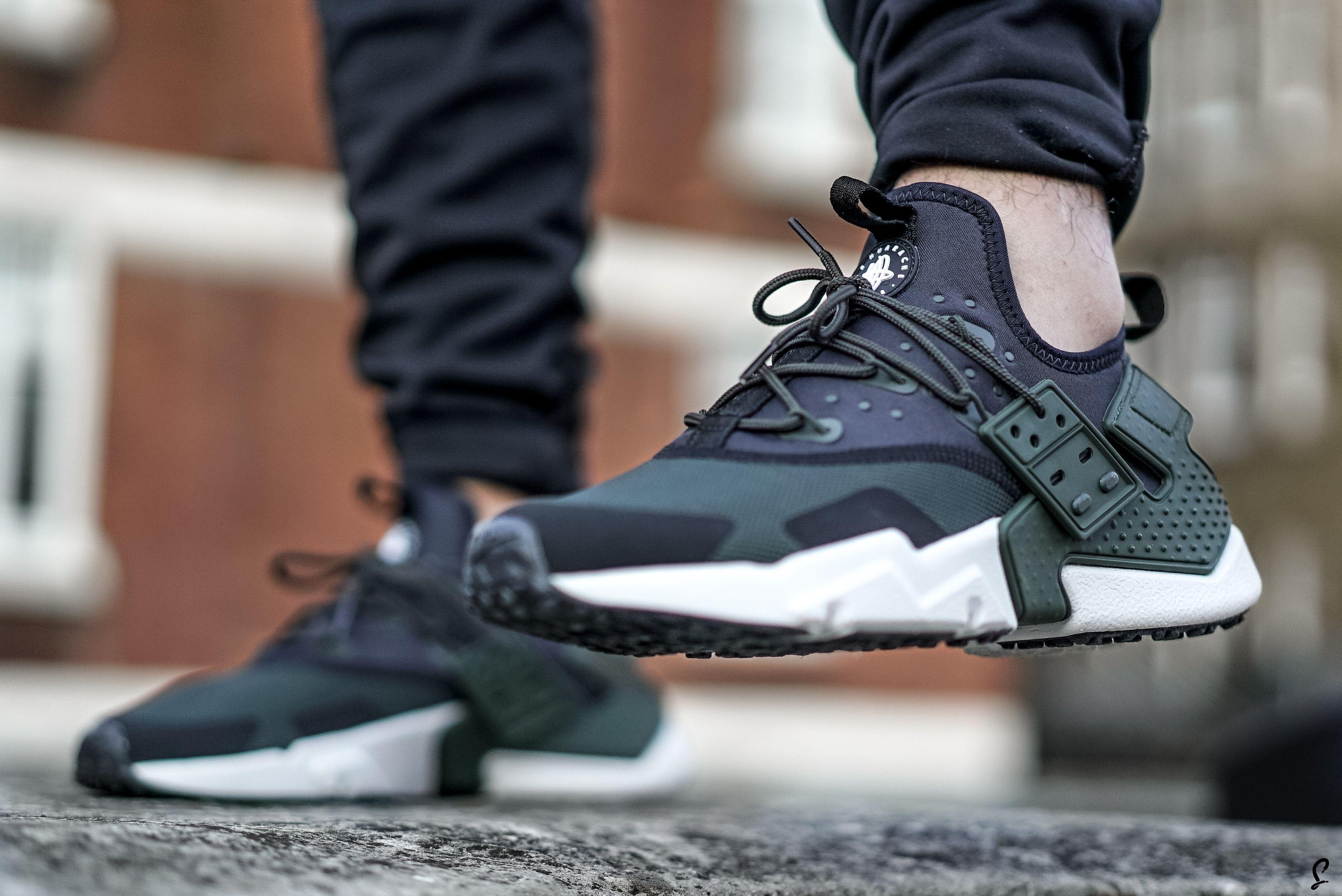 Distribución pérdida Dónde  Who's Feeling The New Nike Huarache? | Closer Look | The Sole Supplier |  Nike shoes huarache, New nike huarache, Nike shoes girls