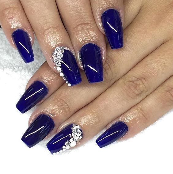 Modele unghii 2020 albastre