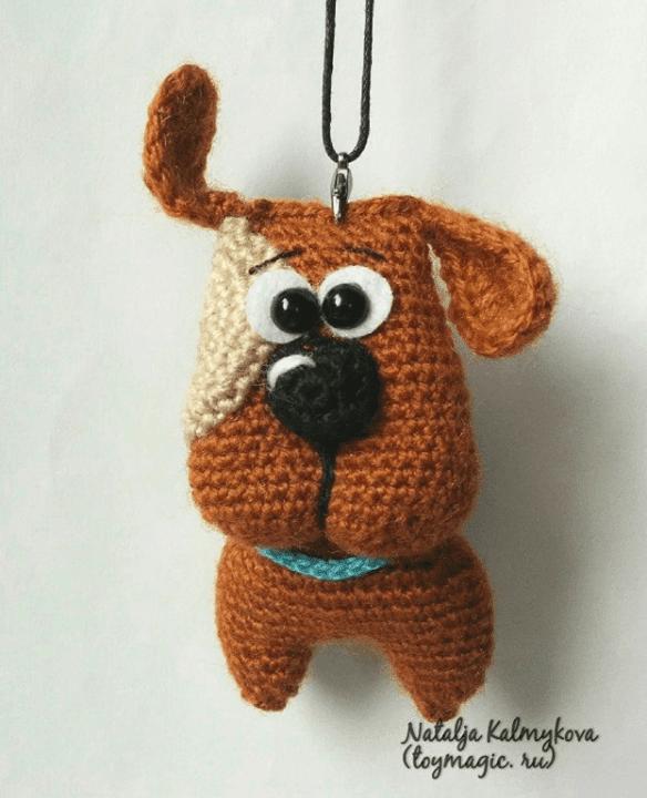 вязаная собачка подвеска брелок или маленький сувенир амигуруми