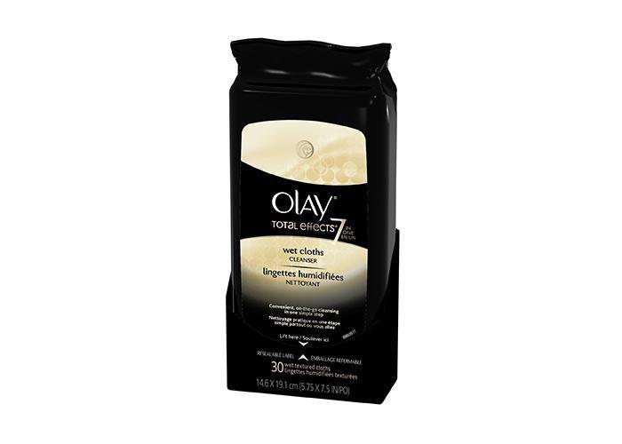 En un solo paso puede limpiar y exfoliar suavemente la cara con las toallitas húmedas Total Effects y así mantener una piel suave todo el tiempo.