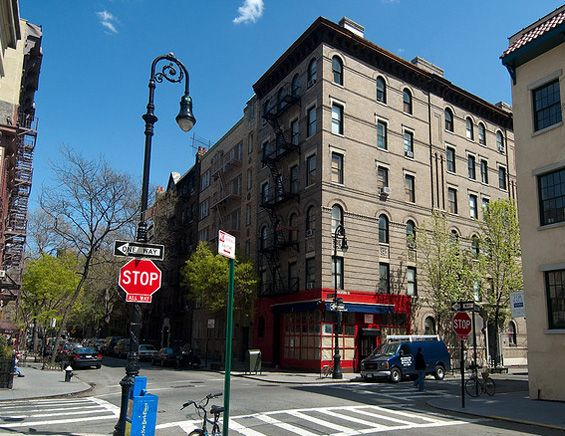 Tv Show Friends Was Based In Manhattan At The Apartment Block On Corner Of Grove Street Little Owl Restaurant Is Red Building Underneath