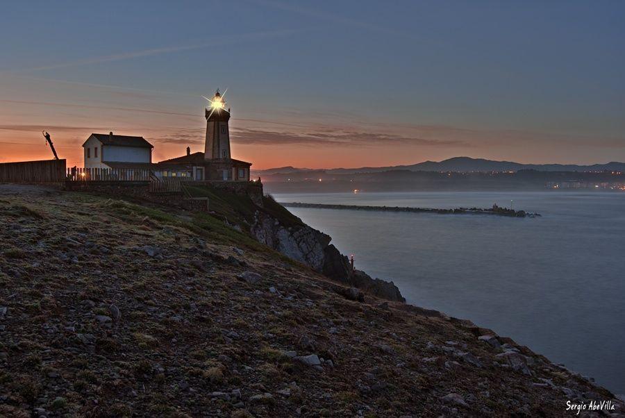San Juan de Nieva lighthouse, Asturias (SPAIN) Reservados todos los derechos, no use esta imagen sin consentimiento de su autor ©Sergio AbeVilla. All rights reserved, you don't use this image without permission of the author ©Sergio AbeVilla.