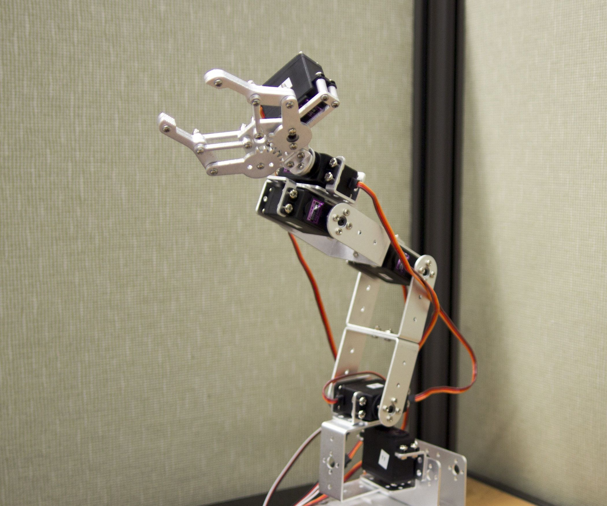 Robot arm arduino app hand and