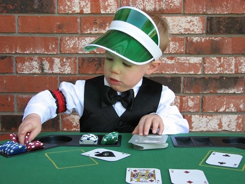 4 pics 1 word casino dealer
