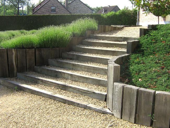 Escalier et bordures avec traverses de chemin de fer trait es autoclave sel - Transformer un escalier en bois ...