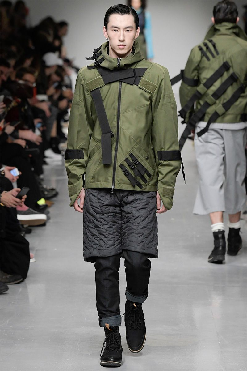 Influenced by the WW2 ghost army of Ellsworth Kelly, Christopher Ræburn's FW17 features camouflage and deception from print, to shape to form. The collection titled 'Cut'N Shut' showcased utilitarian military style garments that utilise the title quite literally. Ræburn... »