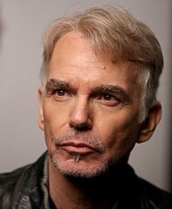 William Robert Thornton, más conocido como Billy Bob Thornton es un actor, director de cine, músico y licenciado en leyes estadounidense.