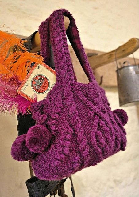 Borsa a maglia con ponpon - knitted bag with pompoms