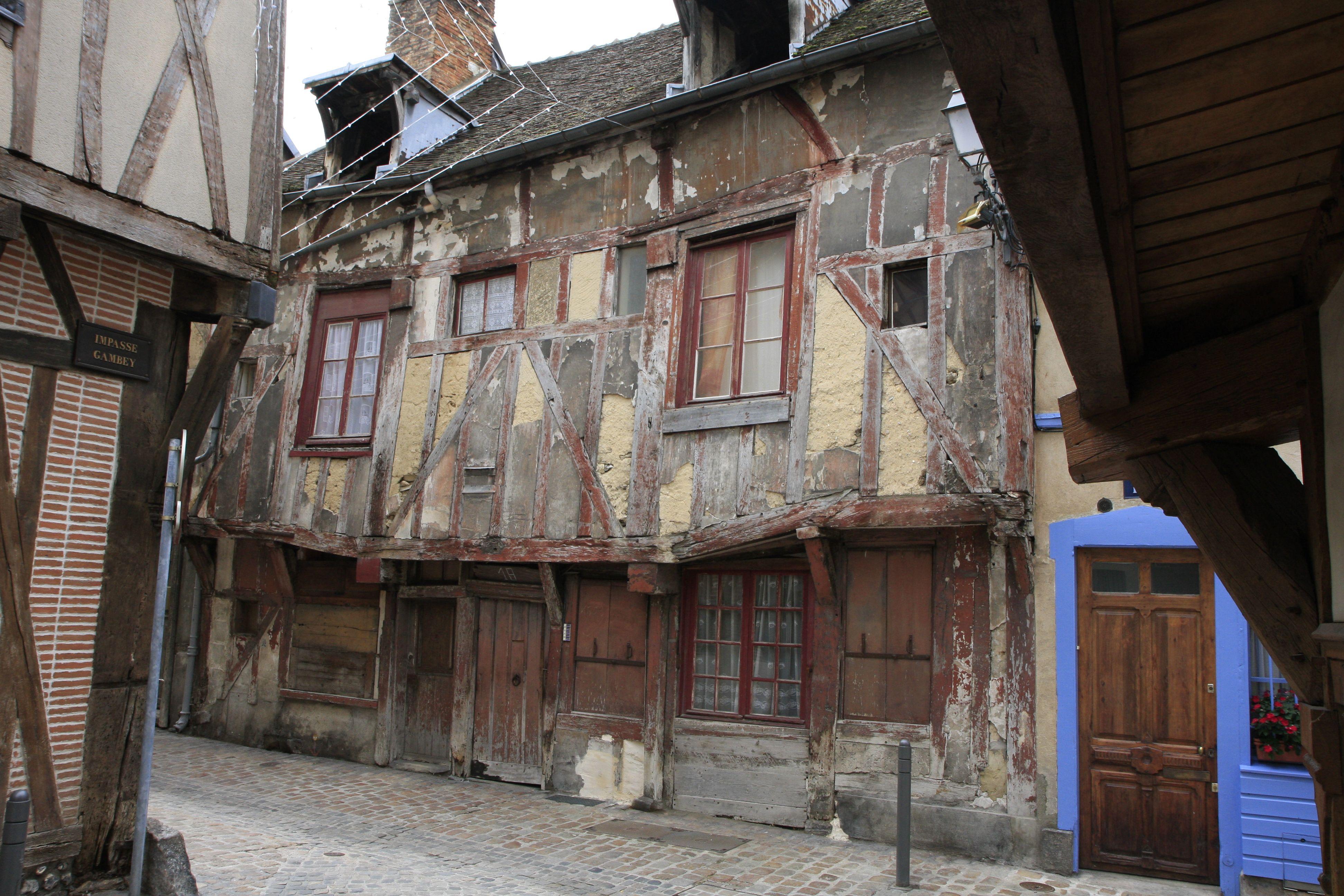 troyes d partement de l 39 aube france vieille maison construite en 1531 architecture maison. Black Bedroom Furniture Sets. Home Design Ideas